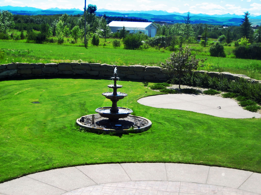 Acreage Backyard with Fountain