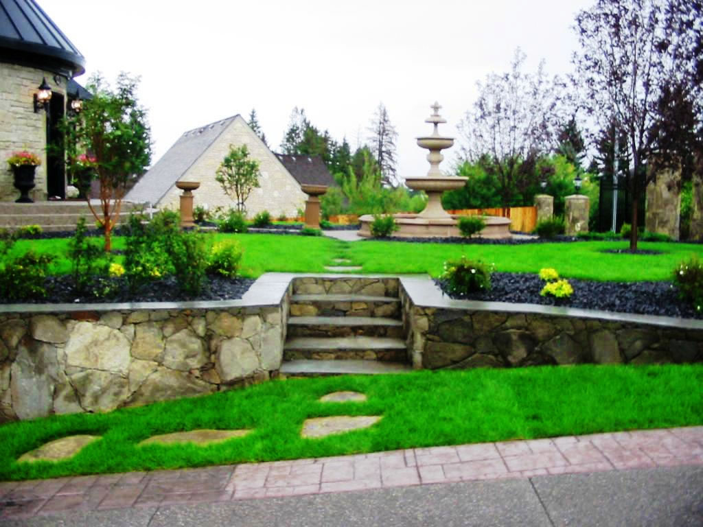 General Yard with Fountain